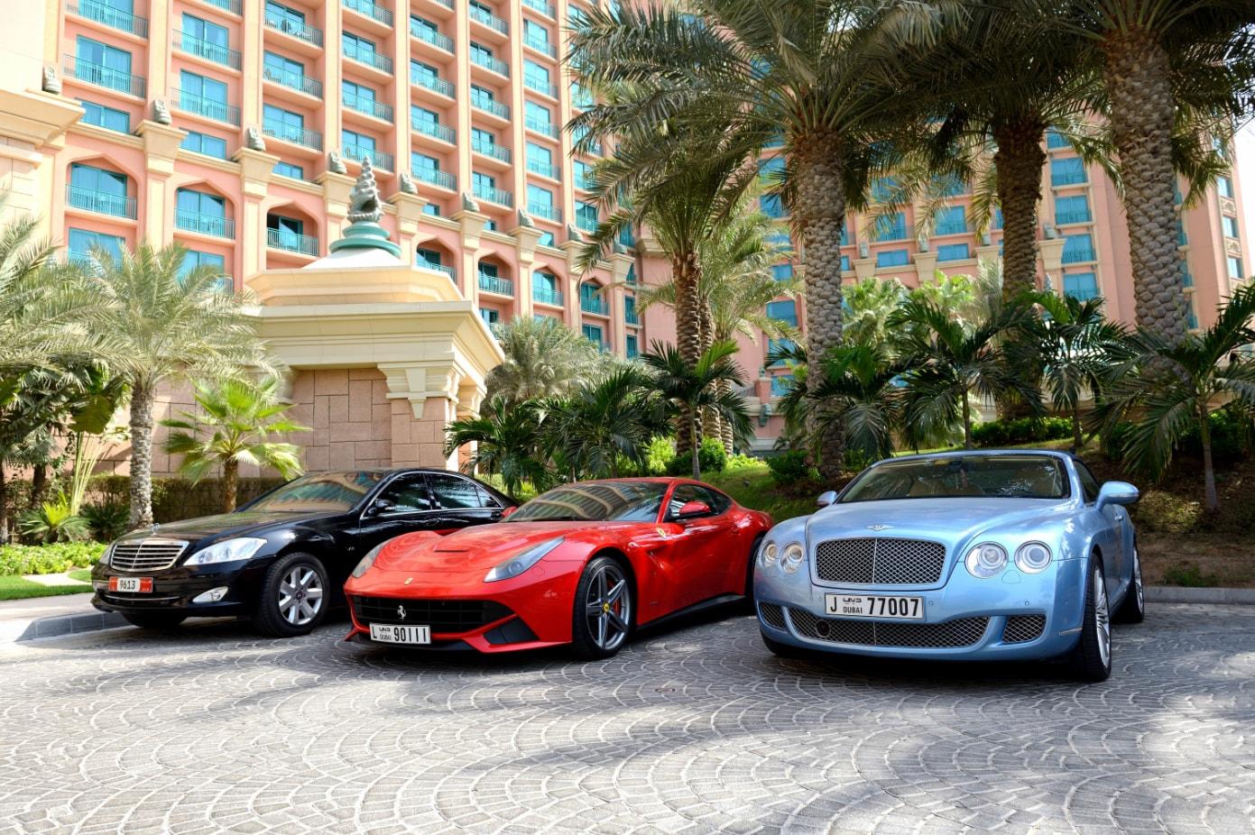 Μία ολόκληρη περιουσία κοστίζει η αγορά πινακίδων στο Ντουμπάι!